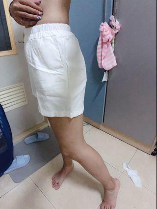 🚚 時尚白色褲(可搭配背心類)