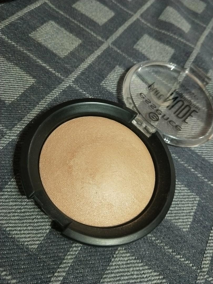 Essence pure nude highlighter 10 be my highlight