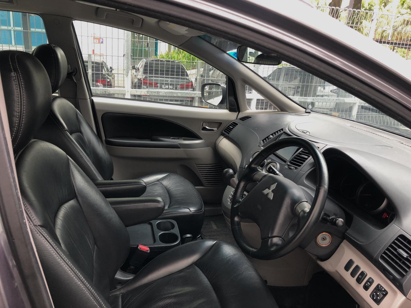 Mitsubishi Grandis 2.4a MPV Grab Rental Gojek Or Personal Use Low price and Cheap Cars Rental