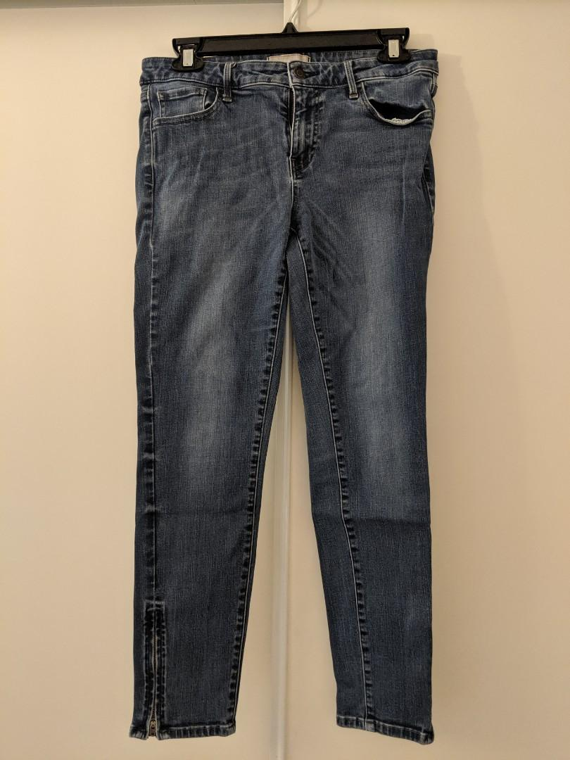 Uniqlo ladies jeans, Tappered 28 inch waist, middle rise