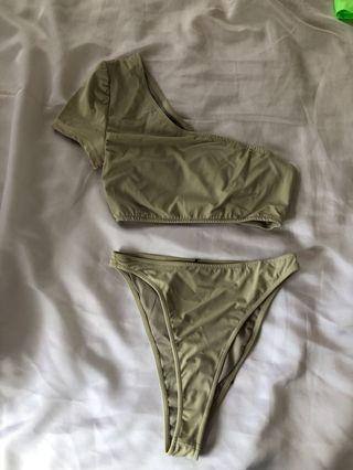 Pretty little thing bathing suit. Size 8 never worn
