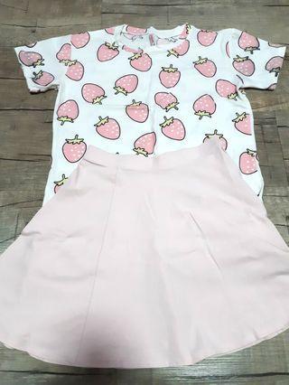 🚚 Strawberry graphic t shirt