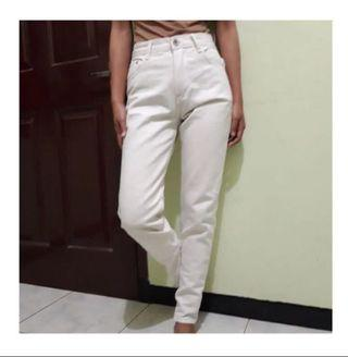 [NEW] WHITE JEANS