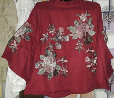 Baju merah bunga