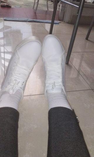 Sepatu Putih High Top White Shoes Plain