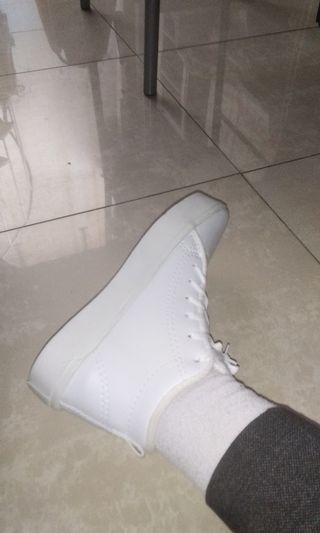 Sepatu Putih High Top White Plain Shoes Boots