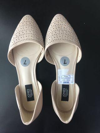 Brand-new Jones New York Pointed Flats size US7