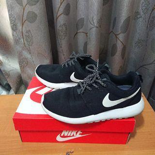 W Nike Roshe One 慢跑鞋