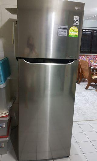 Refrigerator LG 3yrs old moving sale
