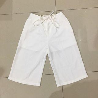 Celana kulot putih ada karet di bagian pinggang