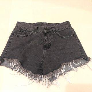 (含運)黑色牛仔短褲