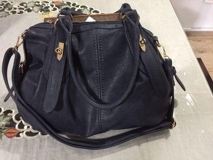 🚚 Navy blue handbag selling cheap