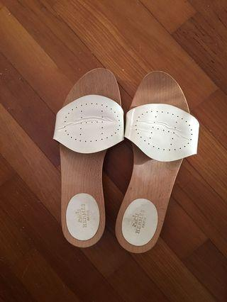 Sandals size 37. Good condition