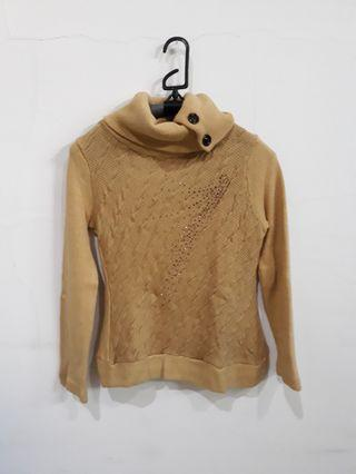 Sweater cokelat