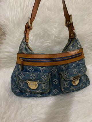 Louis Vuitton bag Authentic (bag only)