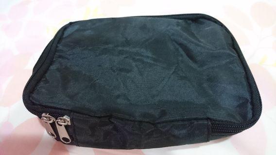 黑色萬用包