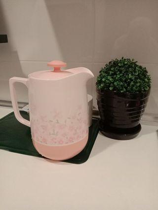 Thermo water jugs