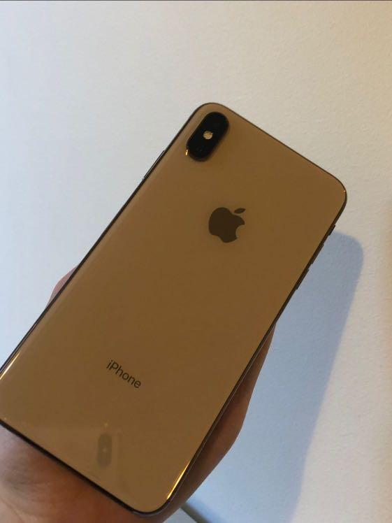 Barely used Gold iPhone XS Max 64gb (Price Negotiable)