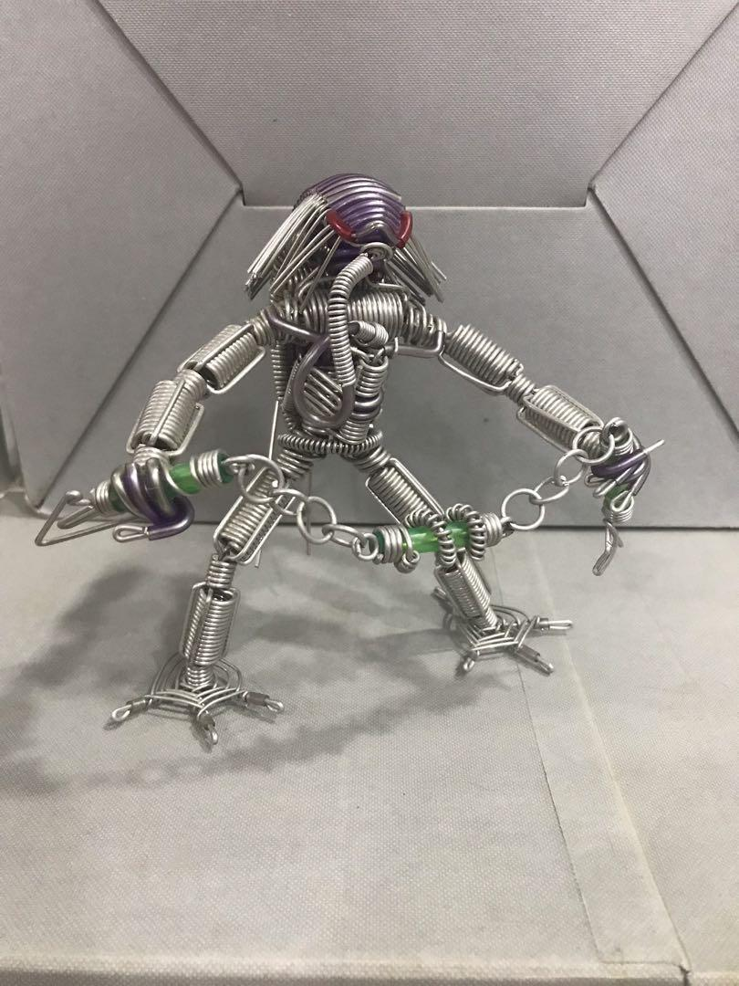Hand twisted wire robot