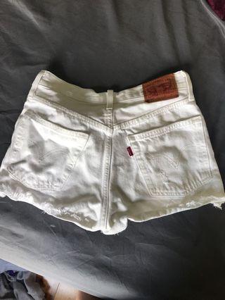 WHITE LEVI SHORTS (size 25)