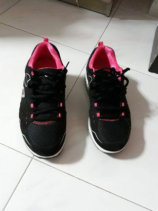🙏Skechers Shape-ups black with pink accent