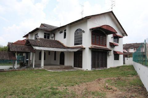 8000sqft Bungalow for Rent In JB Prime Area