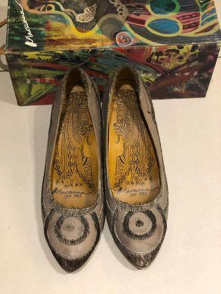 麥肯納全牛皮飾馬毛細跟包鞋