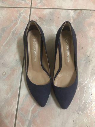 紫色低跟麂皮高跟鞋