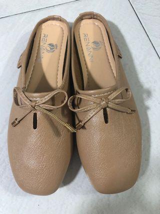 Brown/beige half flat shoe