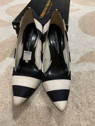 Heels black and white