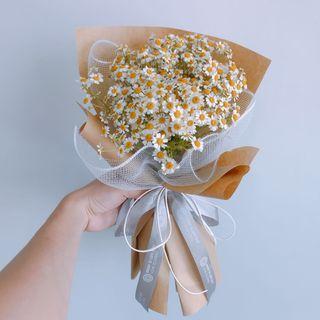 🚚 Flash sale!!! Matracaria bouquet ( 花语:越挫越勇,困难中的力量)