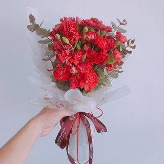 🚚 Flash sale!!!Spray Carnation bouquet. ( To Your Love One)