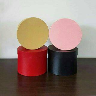 kotak bulat bunga warna pink