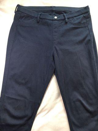 🚚 Uniglo 特級彈性緊身褲 L號