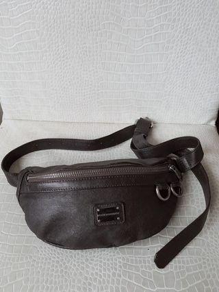 🚚 絕版dolce&gabbana  小羊皮可可色腰包 胸包 超可愛 原價13800 出清售5800 只有一個  +1 #princeh全賣場同步
