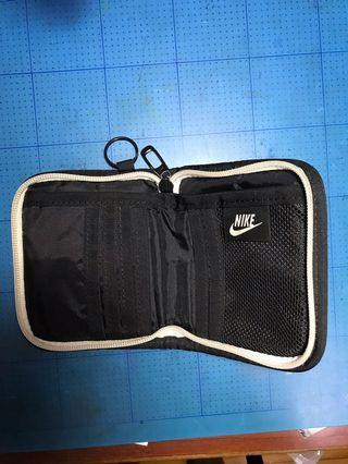 Nike多夾層皮包(可小議)
