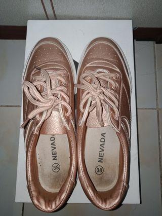 Sepatu Peach Nevada
