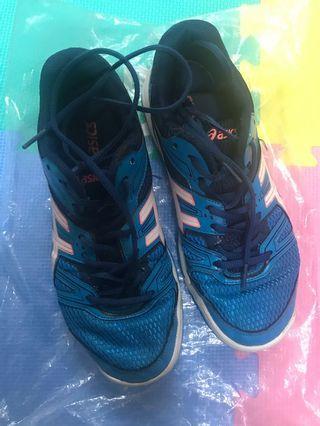 ASICS 排球鞋