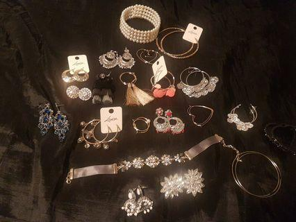 Lots of mixed jewlleries plus set of earings all for $30