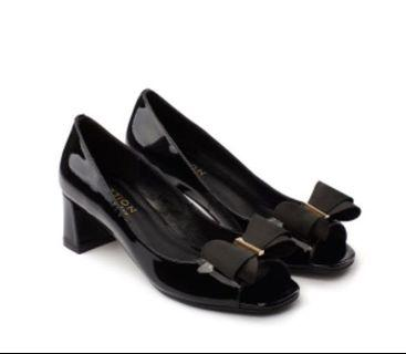 Pazzion black classic bow open toes heels (size 38)