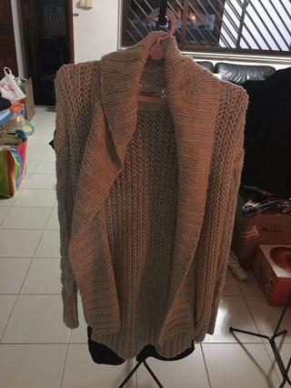 🚚 Preloved A&F knit cardigan