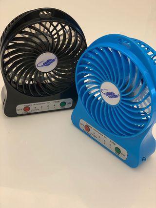 《2手》Portable Fan Mini Fan 手持電風扇 迷你電風扇 超強風力 三段風速  LeD照明