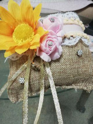 🚚 Flower ring pillow