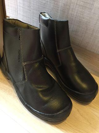 Kings safety boots Size 8