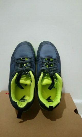 Bata Power sportshoes
