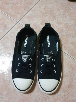 Conve4se Black Sneakers
