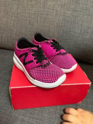 🚚 New balance girl's shoes