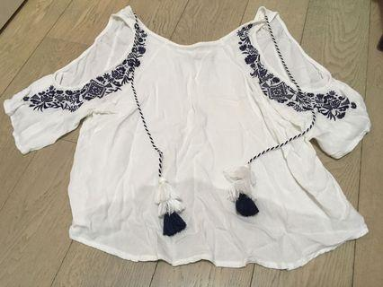 6ixty 8ight nice top with embroidery