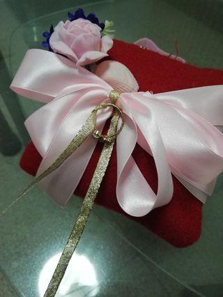 🚚 Flower wedding ring pillow