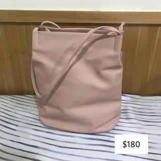 🚚 ✨全館衣服$60✨粉色水桶包